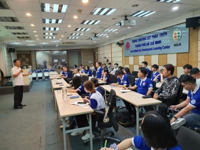 Sinh viên Khoa Quản lý văn hóa, nghệ thuật đến tham quan, tìm hiểu thực tập tại Trung tâm Thông tin Triển lãm TP.HCM